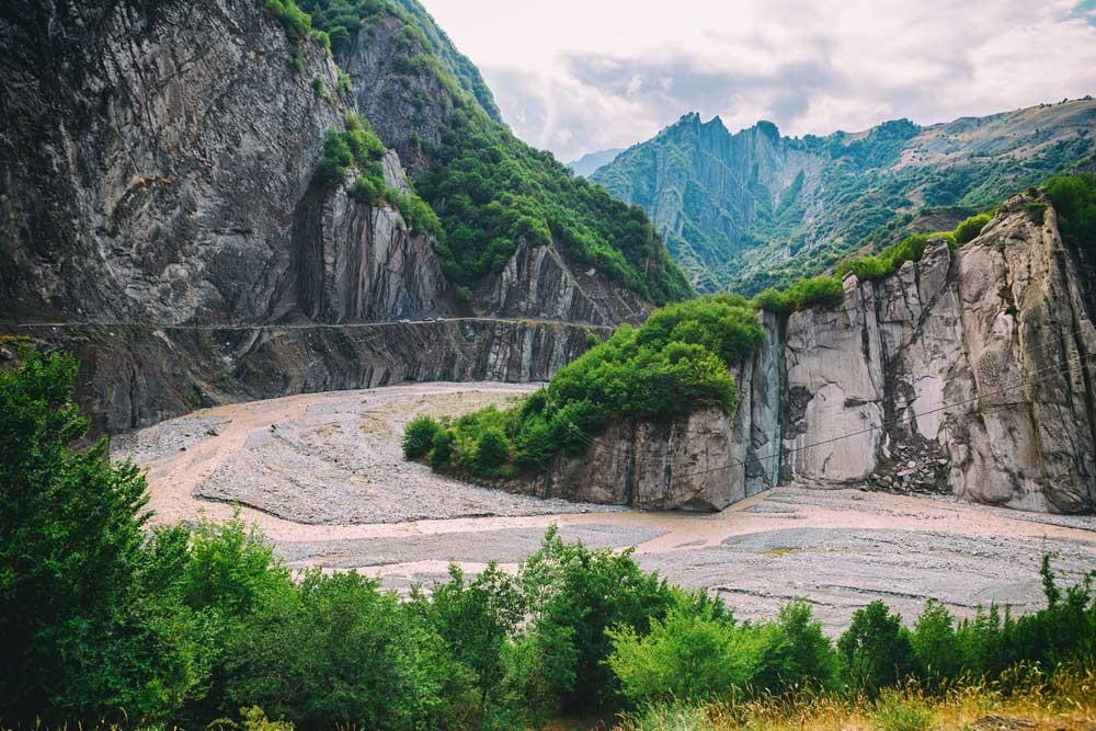 Road-to-Lahij-Village